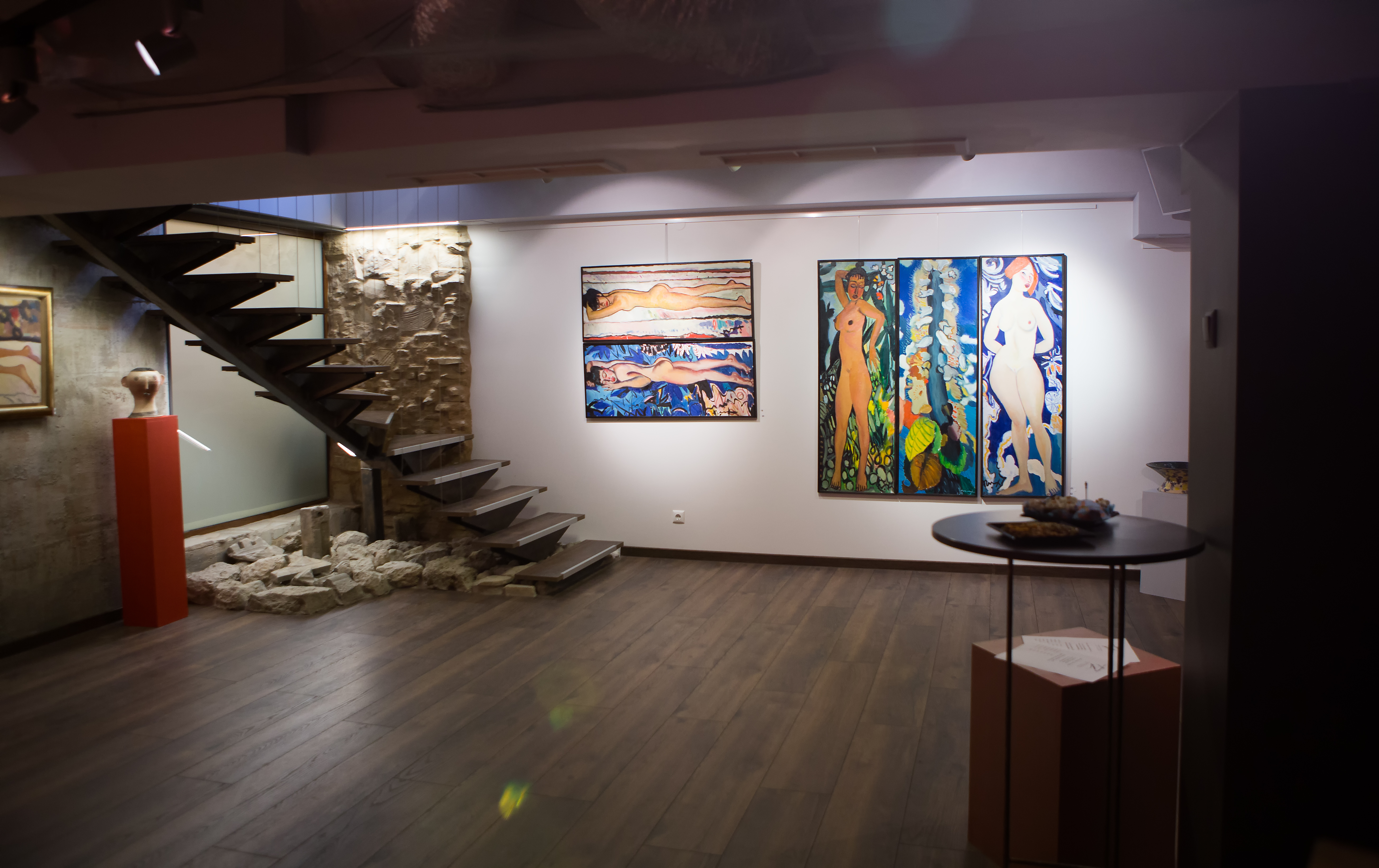 Tereza Zikovska Art Gallery is an artistic space mixing modern design with elements of the ancient wall of Odessos, the old town of Varna